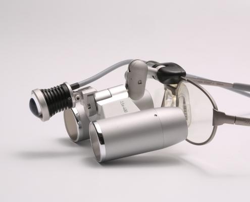 Lupenbrillen für Zahärzte sorgen in Kombination mit einer LED-Beleuchtungs stets für optimale Sicht.